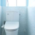 トイレのDIYリフォーム<後編>:タイルオンタイルでタイル貼り